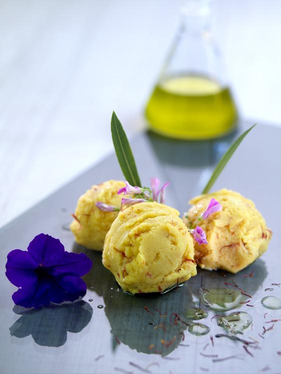 Glace au safran et à l'huile d'olive