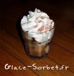 Coupe glacée à la vanille, chocolat croquant et crème de marron au rhum